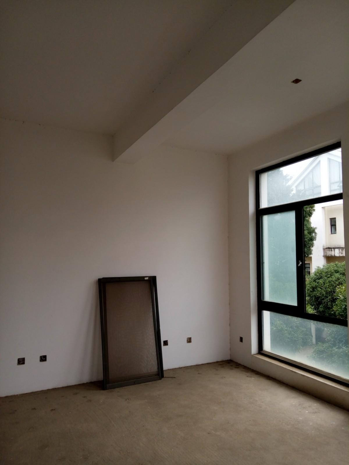 二楼父母房装修需求 --> --> 此处为父母住的卧室,进门处可做成衣帽间,卧室带了一个小阳台,建议做成阳光房用于休闲,带了一个小书房用于老人办公及上网。卧室顶部有横梁后期需处理,卧室与阳台相连处又水管需处理