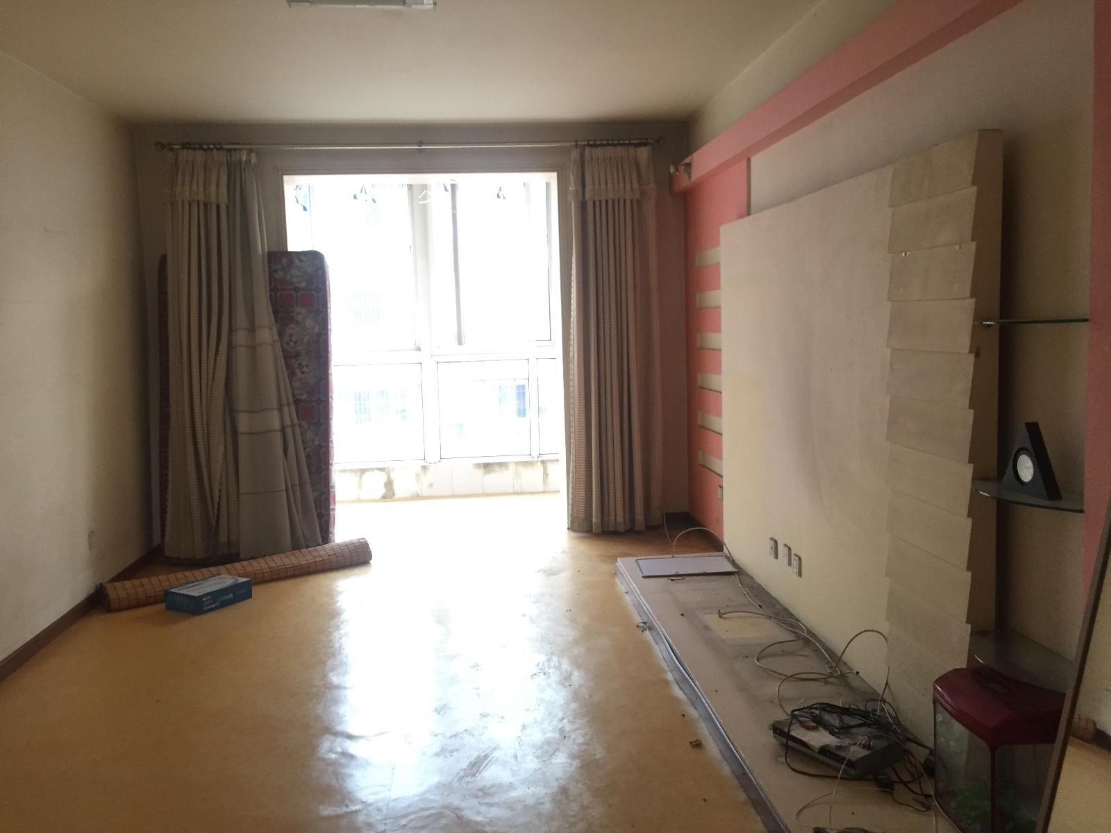 客厅做电视背景墙 阳台不做推拉门 直接包口 大地转通铺